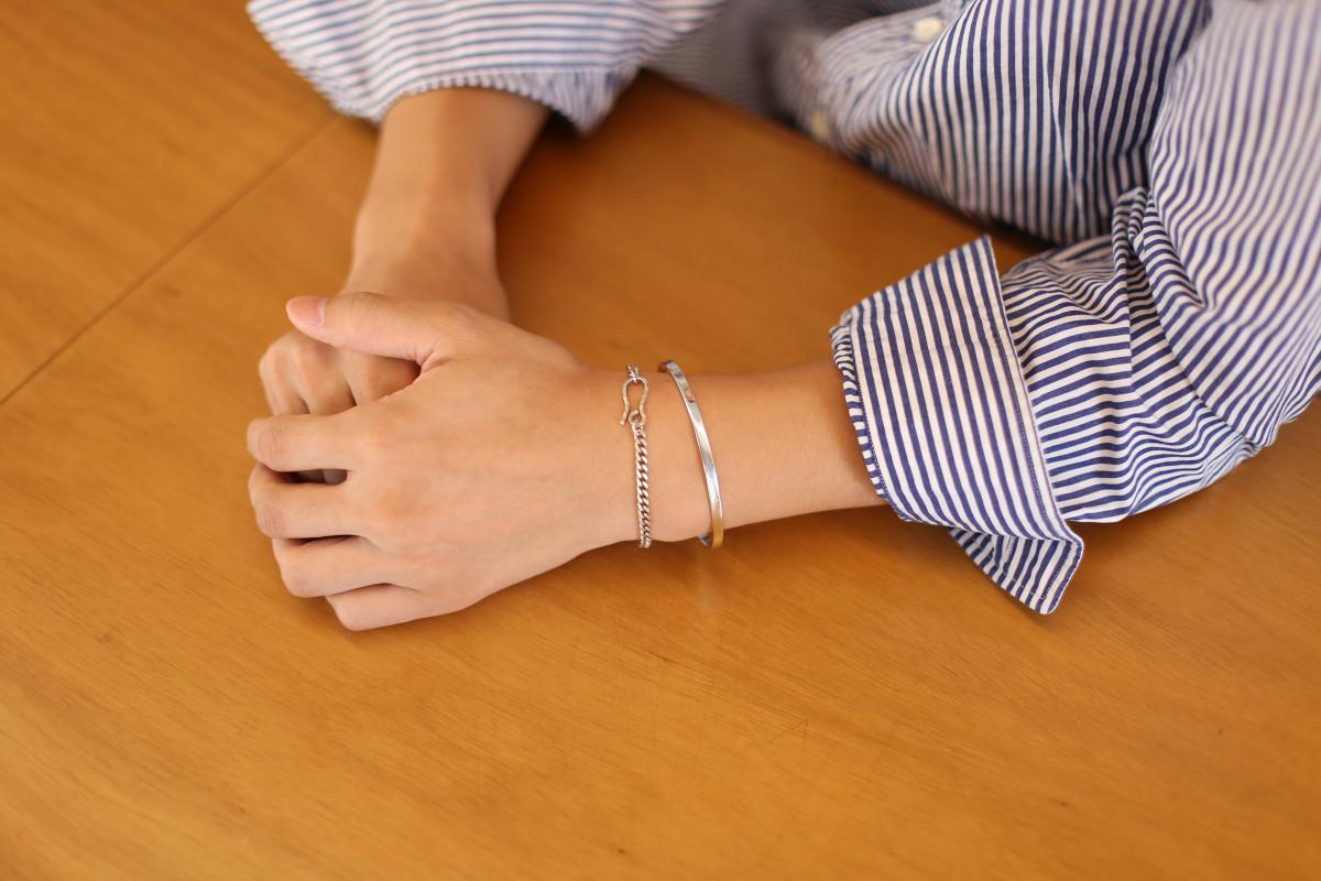 하우데어(HOWTHERE) 실버뱅글팔찌 ring my bell - basic silver bangle