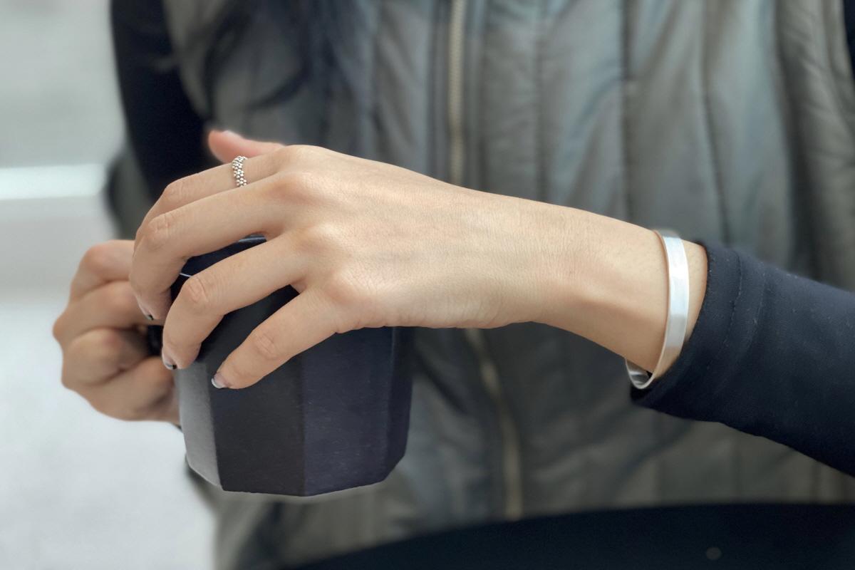 하우데어(HOWTHERE) 실버뱅글팔찌 ring my bell - simple wide silver bangle